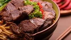 تفسير رؤية جزار يقطع اللحم في المنام