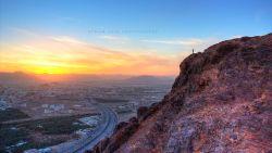 تفسير حلم تسلق الجبل مع شخص في السيارة