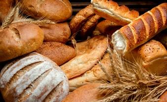 إذا تناول فهد خمس قطع خبز من نفس النوع، كم سعراً حراريا