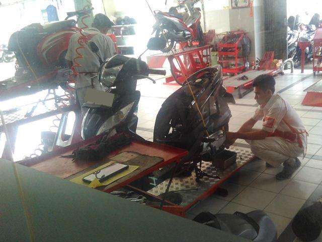 honda spacy karburator sedang service bulanan