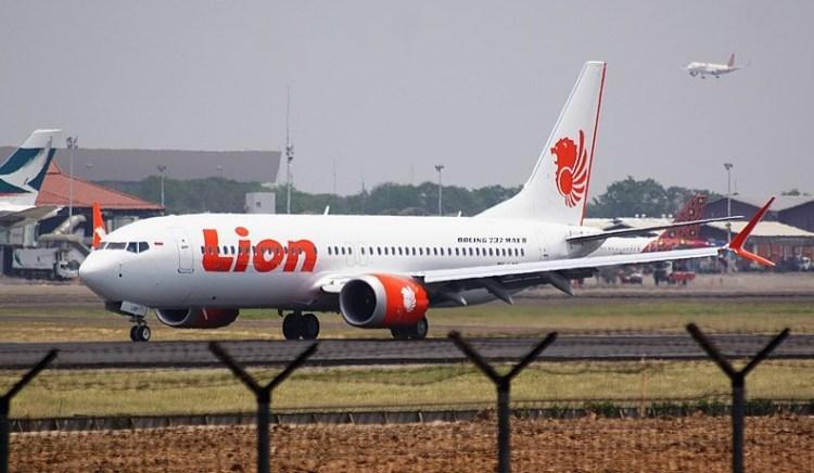 prepare for takeoff boeing 737 max8 - wikimedia