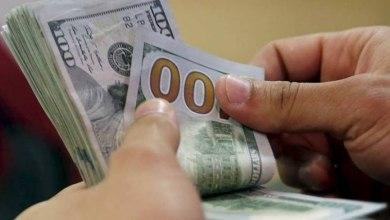 صورة الدولار تراجع الى ما دون الـ1650 ليرة لبنانية لدى الصيارفة مساء اليوم