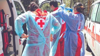 صورة الصليب الأحمر نقل 42 شخصًا مصابًا بكورونا و8 اطفال