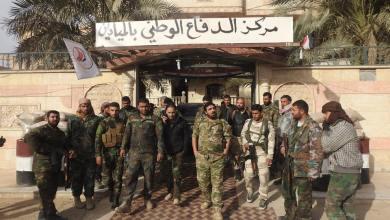 صورة ميليشيات أفغانية تسيطر على حاجز للدفاع الوطني بمدينة الميادين
