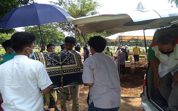Pengantaran Jenazah Warga Jl. Kebagusan Kecil Menuju TPU Srengseng Sawah