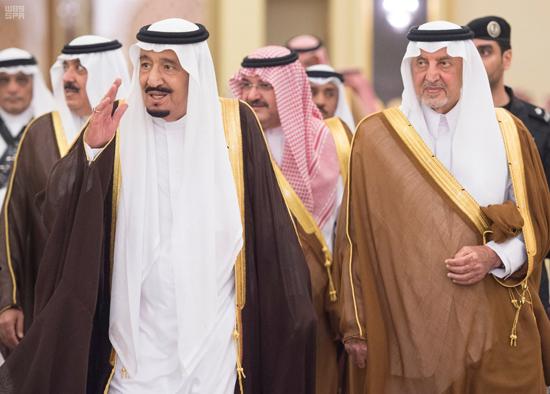 خادم الحرمين الشريفين يستقبل الأمراء والعلماء والمواطنين