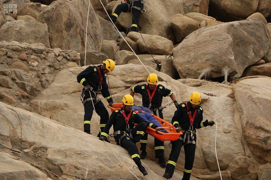 وحدات متخصصة للإنقاذ الجبلي وحوادث انهيارات المباني في الحج