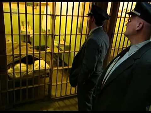 رجل كبير في السن فضل أن يسرق بنكا ليدخل السجن هربا من زوجته
