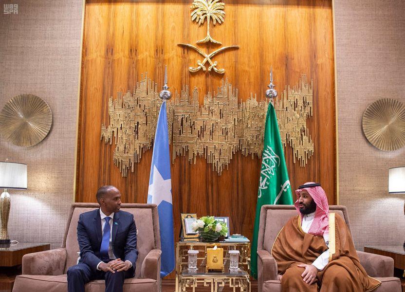 ولي العهد يلتقي رئيس الوزراء الصومالي والمبعوث الأمريكي الخاص للمصالحة في افغانستان