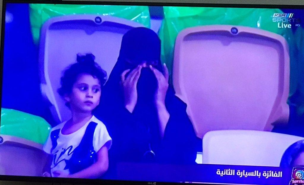 آل الشيخ مغردا: فرحتي بالدنيا بفوز بنت بلدي بالسيارة