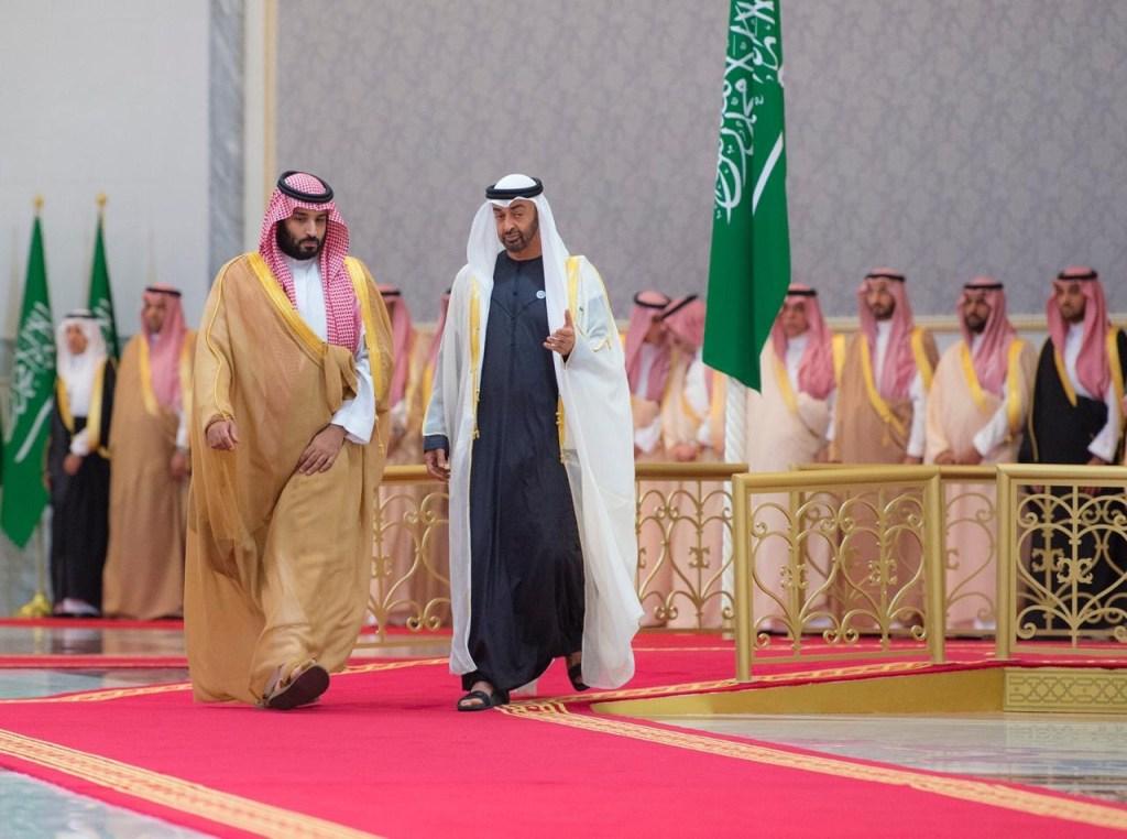 ولي العهد يبدأ جولاته الخارجية بزيارة الإمارات ويبحث مع محمد بن زايد التعاون الاستراتيجي
