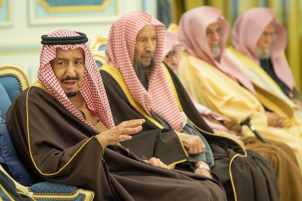 خادم الحرمين الشريفين يلتقي الأمراء والمفتي العام والعلماء والمواطنين