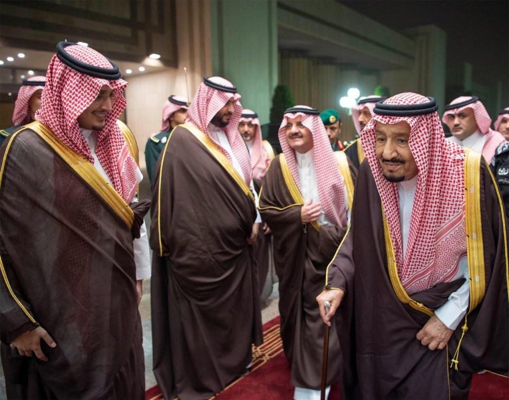 خادم الحرمين الشريفين يلتقي أهالي المنطقة الشرقية