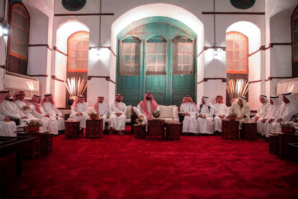 ولي العهد يلتقي المثقفين في جدة البلد لبحث مستقبل الثقافة السعودية