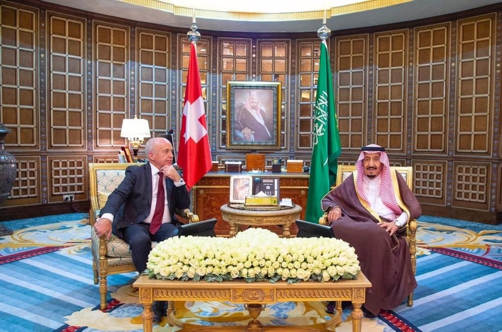 خادم الحرمين الشريفين يعقد جلسة مباحثات مع رئيس الاتحاد السويسري