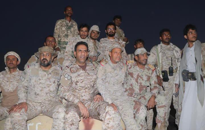العميد المالكي على ظهر الدبابة في جبهة مأرب اليمنية