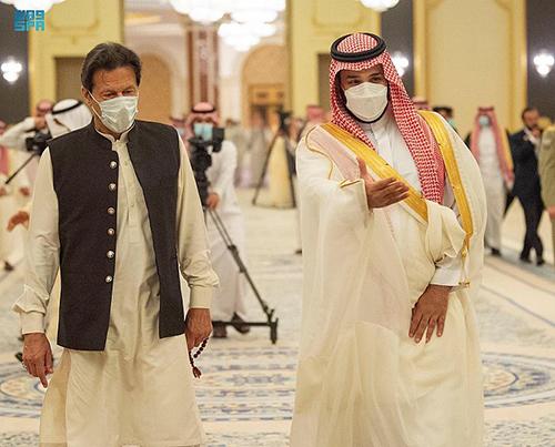 ولي العهد يلتقي عمران خان ويوقعان اتفاق إنشاء مجلس التنسيق الأعلى السعودي الباكستاني