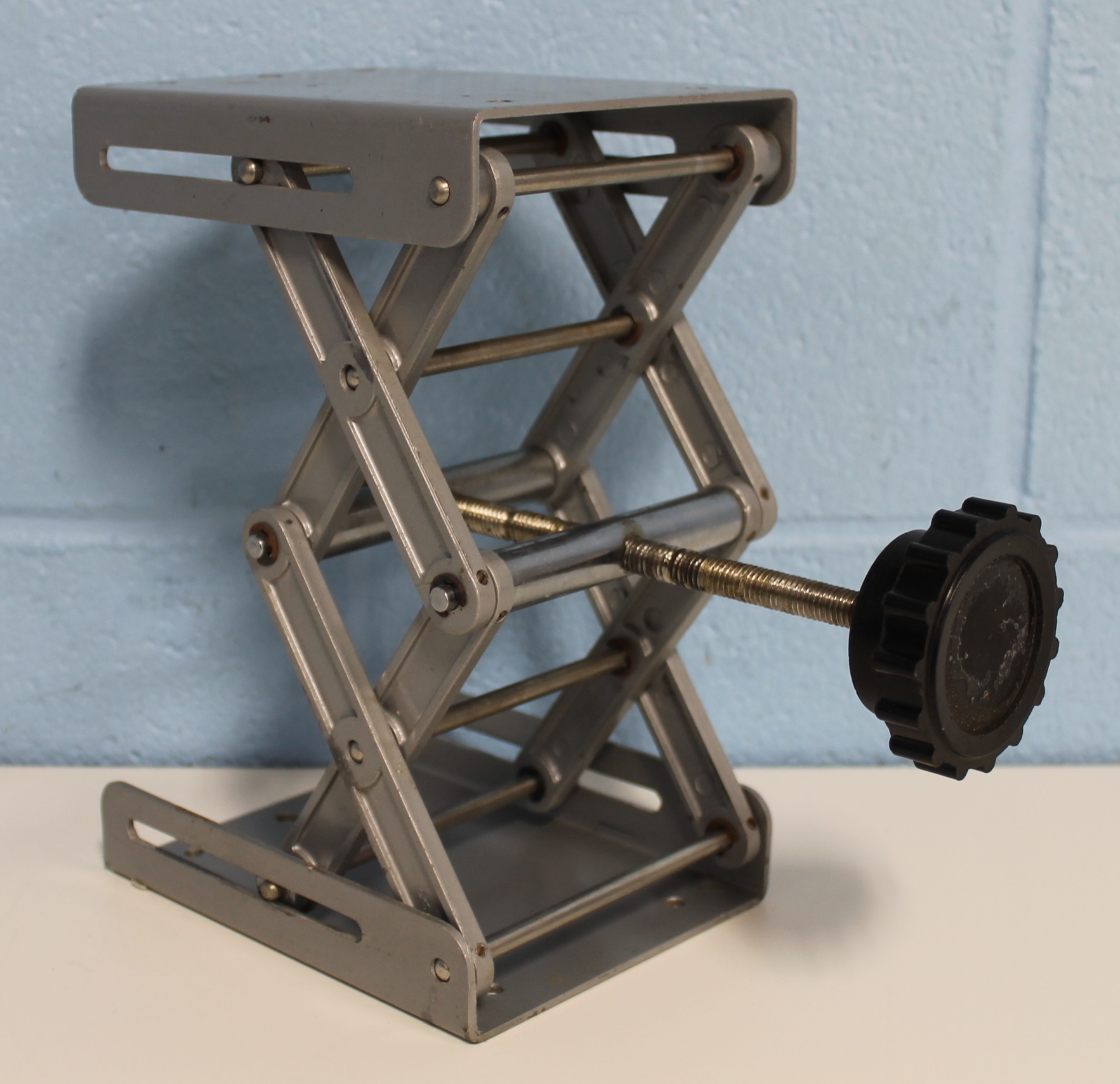 Refurbished VWR Scientific 6 x 4 Support Jack