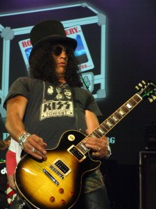 Slash, a proud Gibson owner