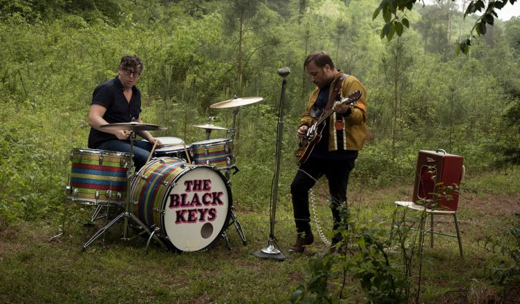 "The Black Keys relase sinle Go ahead of their new album ""Let's rock"""