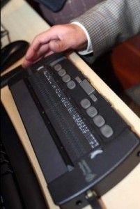 Diseñan novedoso dispositivo digital para aprender braille