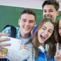 Lista de los mejores teléfonos inteligentes para estudiantes (buenos, bonitos y baratos)
