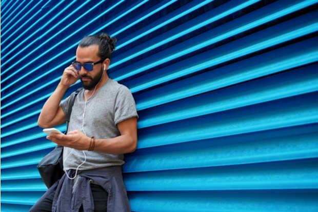 podcast audífonos smartphone