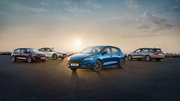 Ford Focus: La cuarta generación del Ford Focus cuenta con tres carrocerías, hatchback, sedán y familiar, así como con seis acabados específicos, incluyendo su lado más campero Active. El nuevo Ford Focus dispone de mecánicas gasolina, incluyendo el premiado propulsor Ecoboost de 1.0 litro, y diésel, con potencias de entre 95 CV y 182 CV. Estrena avanzados sistemas de asistencia a la conducción y presume de ser más dinámico respecto a su predecesor.