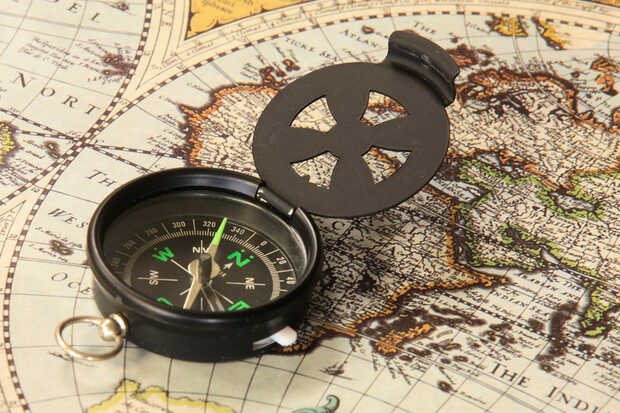Brújula y mapa