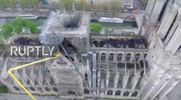 Primer vuelo de dron sobre Notre Dame después del incendio