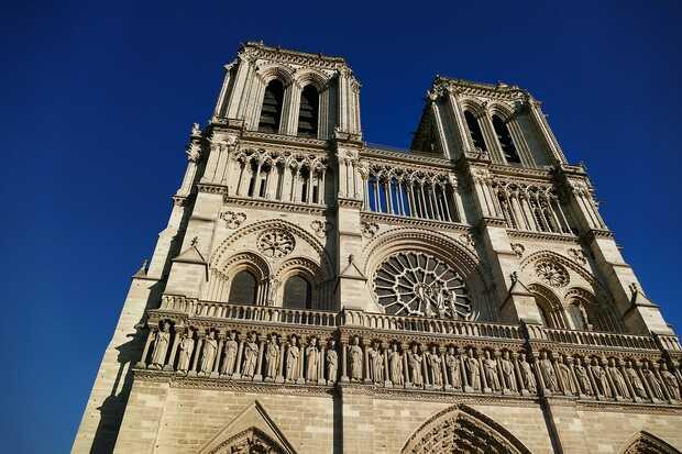 Los peligros de apagar el incendio de Notre Dame con agua
