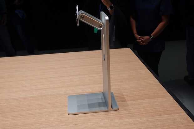 Apple cobrará mil dólares más por la base de su monitor Pro Display XDR que cuesta 5 mil