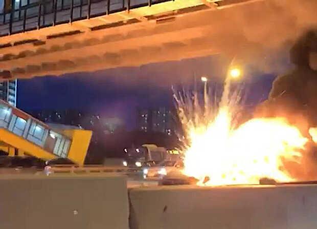Un auto Tesla explota en llamas luego de chocar contra un camión en Rusia