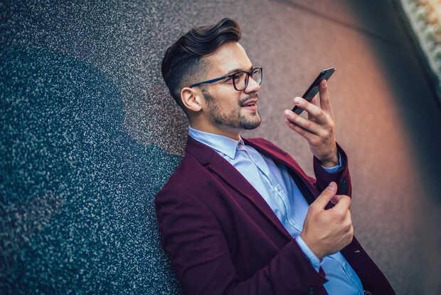 Google Phone agregará función de grabación y transcripción de llamadas a su app