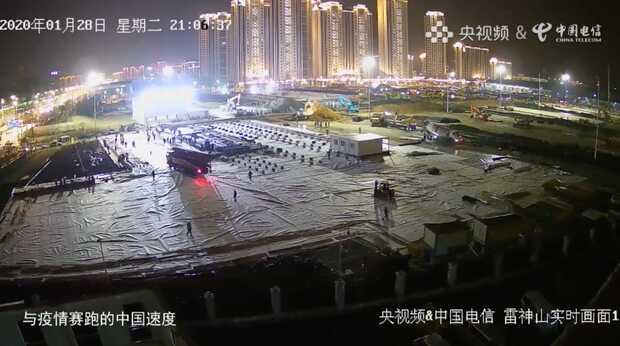 Millones de personas se están congregando en la web Yangshipin para ver cómo China construye su hospital para el coronavirus de Wuhan en menos de diez días.