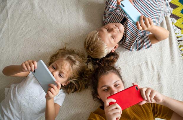 Uno de cada 10 niños latinoamericanos pasa al menos tres horas diarias jugando en línea