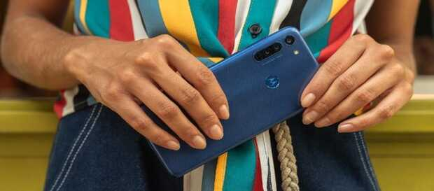 Moto G8 llega con una pantalla HD + perforada y 3 cámaras traseras