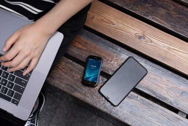 Jelly 2 llega al mercado con Android 10 y una pantalla pequeña, que no es para nada lo habitual en estos teléfonos. De esta forma se convierte en el móvil más pequeño con Android 10