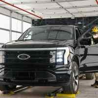 Ford comienza preproducción del camión F-150 Lightning totalmente eléctrico y aumenta su apuesta