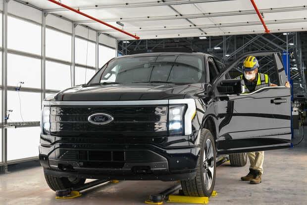 Ford comienza preproducción del camión F-150 Lightning totalmente eléctrico y aumenta la apuesta