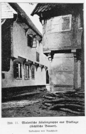"""-22- Am Markt 23, der Durchgang zwischen den beiden Häusern Fleischerei Krümpelbeck (rechts) und dem Lebensmittelgeschäft """"von Schemde"""" ´von der Kirche zum Markt. Aufnahme um 1920"""