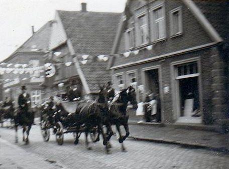 -63- noch einigermaßen gut zu erkennen: Beiderhase (neben der Pferdekutsche) Aufnahme Ende 30er - Anfang 40er Jahre