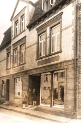 -6- Blickrichtung Osten - Haus A. Gerdesmeyer, Textil um 1945