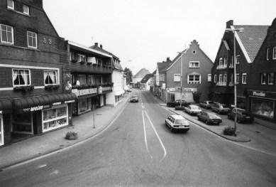 -112- der Ausblick auf die Straße Am Markt Richtung Sanderstraße/Bahnhofstraße
