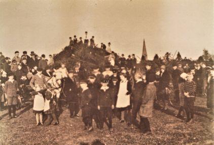 -134- Osterfeuer 1933 an der Langen Straße, etwa heute Friedhof