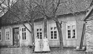 -49- Gastwirtschaft Heinrich Schulte an der damaligen Wipperstraße. Das heutige Haus Susen wurde 1724 von Franz Kamphaus erbaut. Er war Jäger auf der Burg. Nachfolger waren Diekstall von 1807 - 1855, danach Schulte u. Jos. Rolfen.