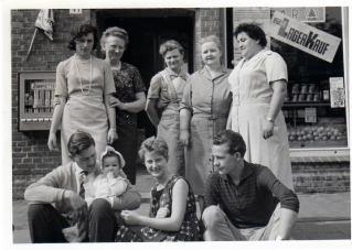 -62- vor dem Geschäft Wehebrink