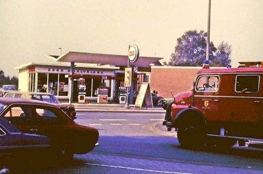 -61a- Tankstelle Calvelage und WEZ 1982 aus Richtung des alten Feuerwehrhauses,