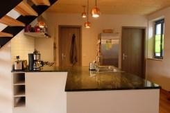 Die Küche mit frei stehendem Arbeitsblock