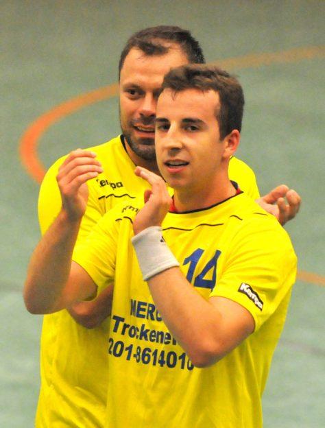 Enorm in Form gegen Uerdingen: Henning Röser (vorne), hier mit Dzavid Karalic.